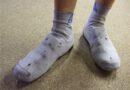 Sokken over schoenen